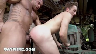 GAYWIRE – Muscle Hunk Draven Navarro Buries His Highly effective Prick In Twunk Culo!